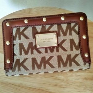 Michael Kors Signature Khaki Stud Wallet